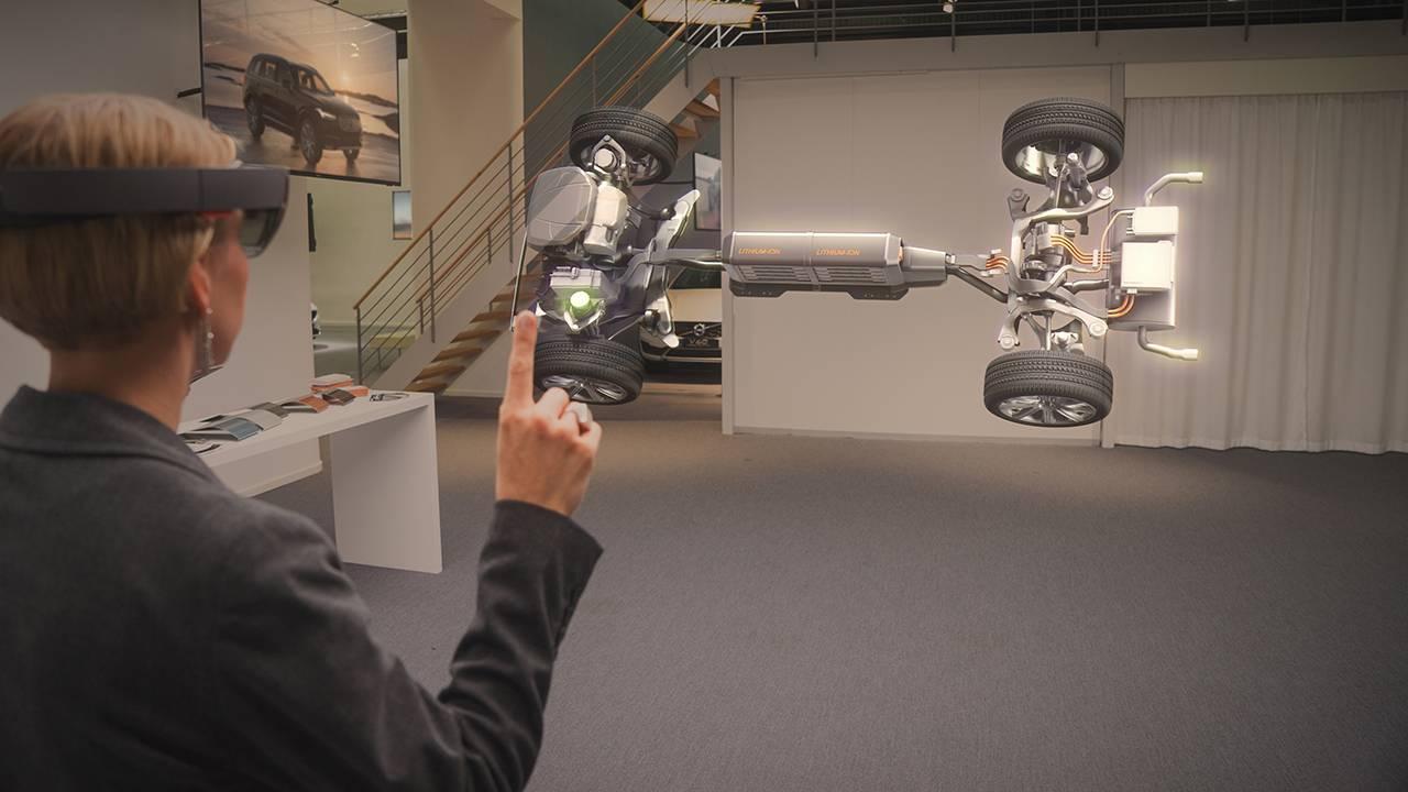 Volvo покажет автомобили покупателям при помощи HoloLens