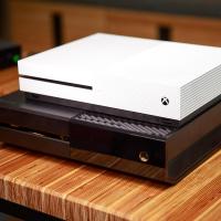 Xbox One продается лучше PS 4 уже третий месяц под ряд
