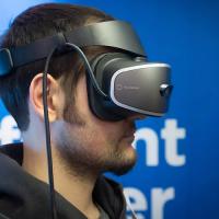 Lenovo показала свой первый VR-шлем для Windows Holographic
