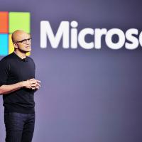 Наделла сообщил, что Microsoft собирается выпускать необычные смартфоны
