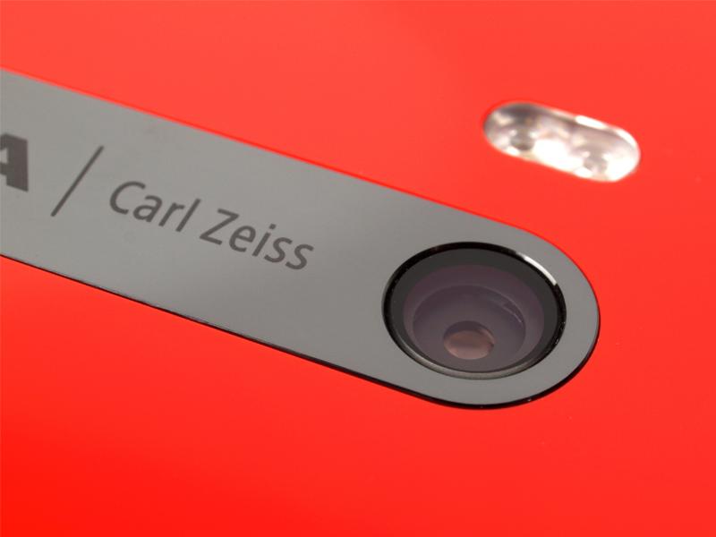 Нокиа больше небудет использовать фирменную оптику ZEISS