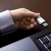 Как изменить букву флешки или присвоить постоянную букву для USB-накопителя