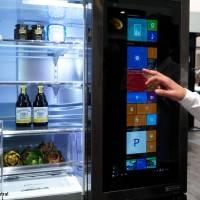 Этот холодильник с прозрачным экраном работает на Windows 10