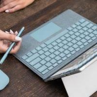 Microsoft представила аксессуары для Surface в новом цвете «аква»